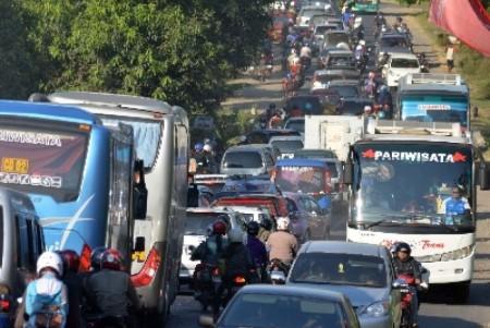 Puncak Kepadatan Lalu Lintas Jelang Natal Madiun-Surabaya